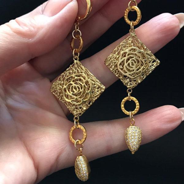 Золотые серьги ромб с подвеской
