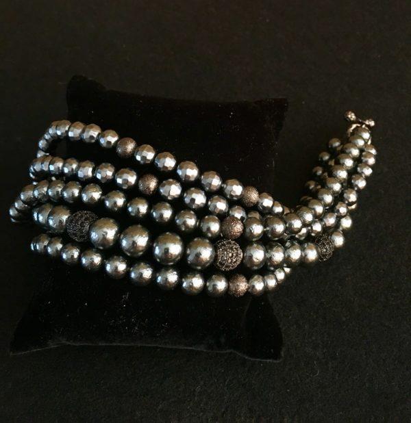 Многорядный браслет из гематита и жемчуга