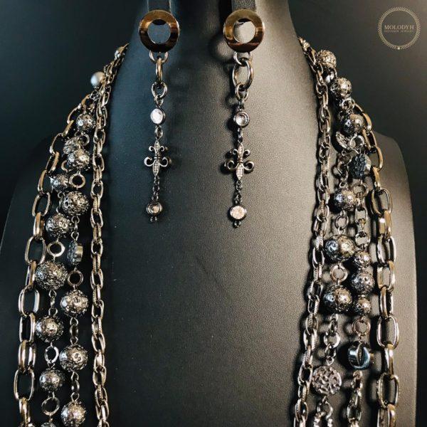 Комплект украшений на цепях с гематитом и лавой