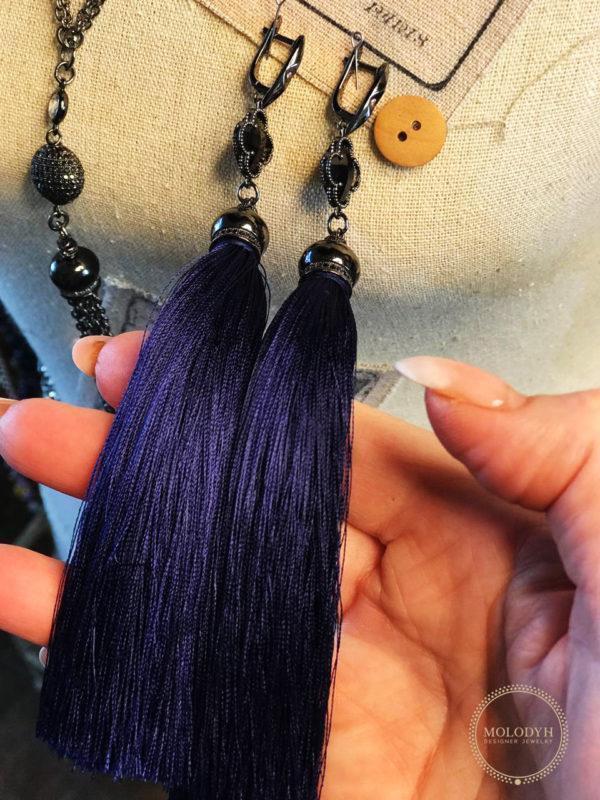 Длинные серьги кисти синего цвета