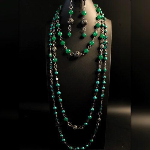 Комплект из зелёных камней и жемчуга майорика