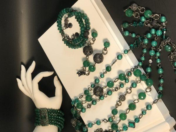 Комплект из зелёных натуральных камней и жемчуга майорика