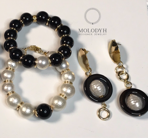 Комплект браслетов черное белое