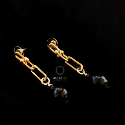 Серьги в металле под золото с черными жемчужинами