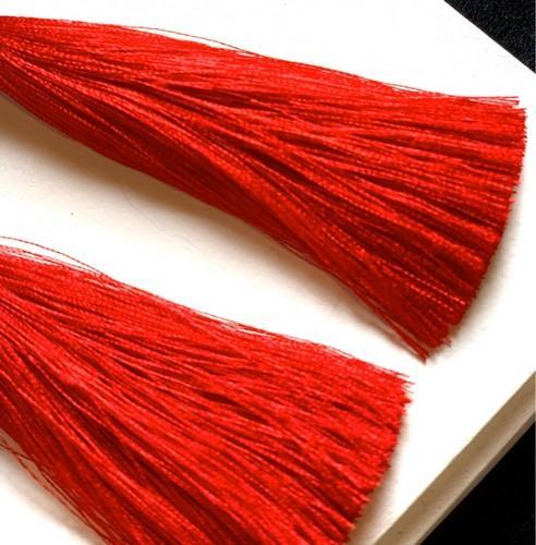 Красные серьги кисти