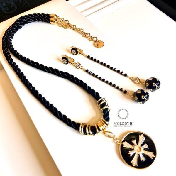 Комплект украшений черное с золотом