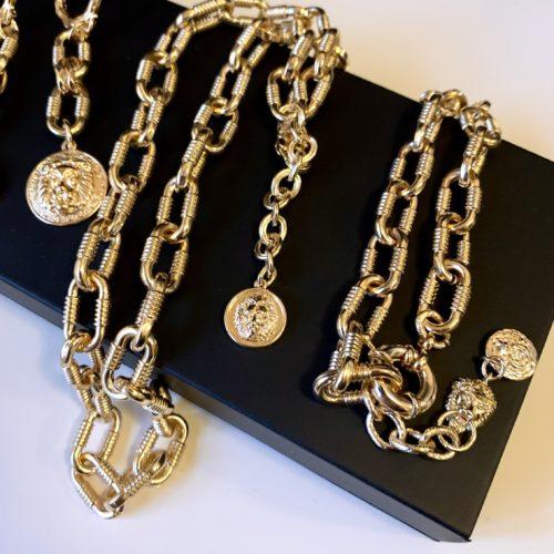 Комплект на цепях с медальонами  Лев