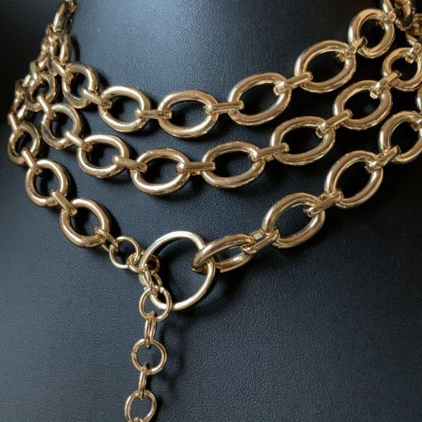 Длинная крупная цепь с медальоном